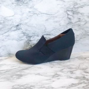 Donald Plinar Nyle Stretch Crepe Navy Wedge